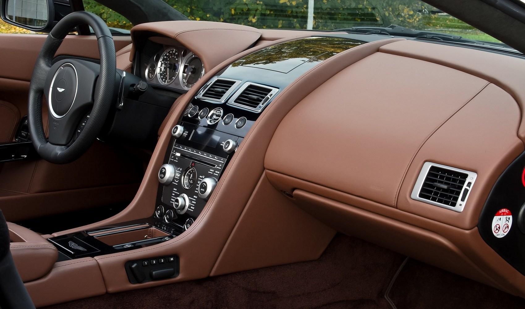 Aston Martin – ulubiona marka Jamesa Bonda