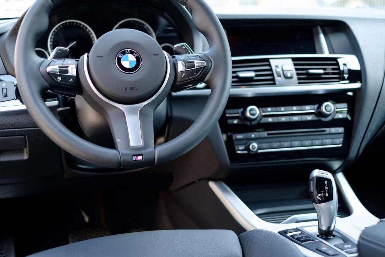 BMW w kolorach bawarskiej flagi