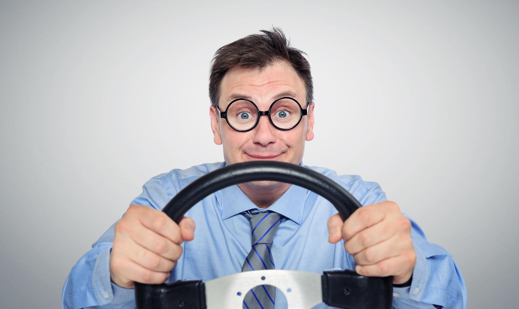 Jakich zasad warto się trzymać, aby kupić dobre ubezpieczenie samochodu przez internet? - MrGentleman.pl
