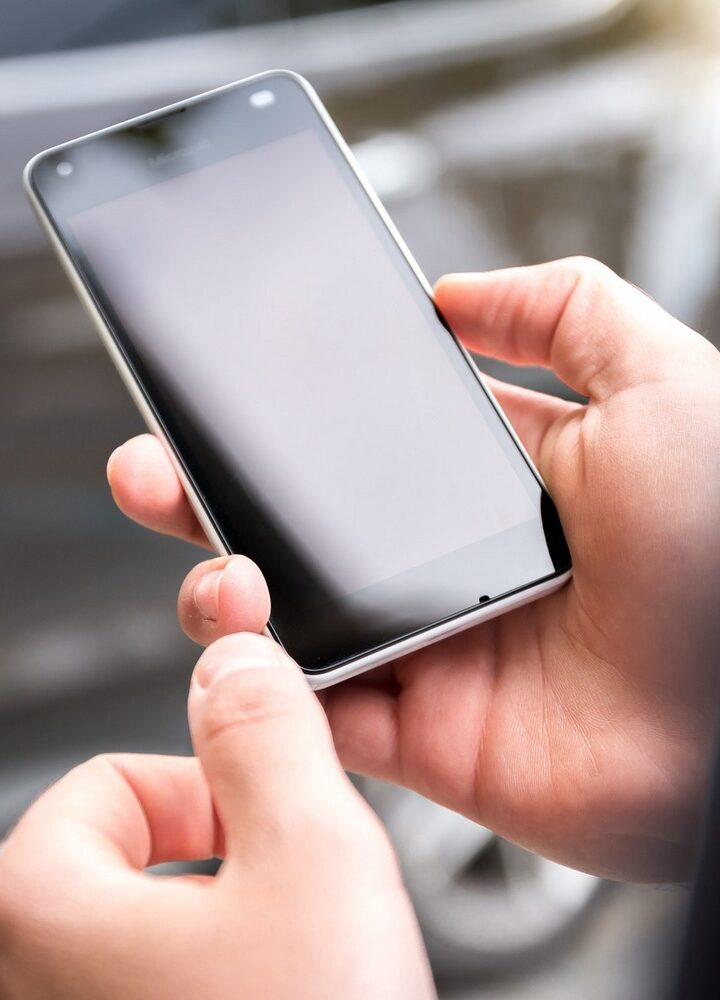Telefon na abonament czy na kartę – analiza najkorzystniejszych możliwości