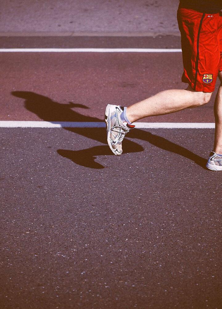 Czy warto kupować buty do biegania w sieciówkach?
