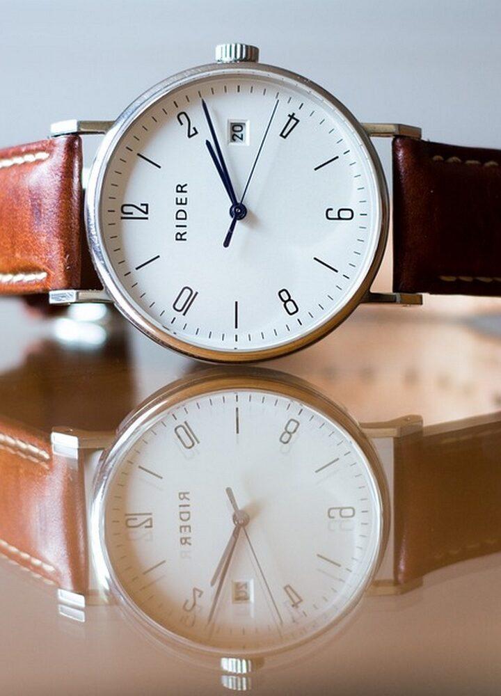Zegarek do garnituru – na co zwrócić uwagę przy jego wyborze?