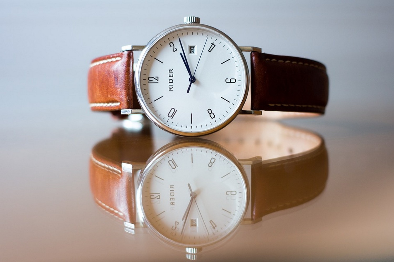 klasyczny zegarek do garnituru