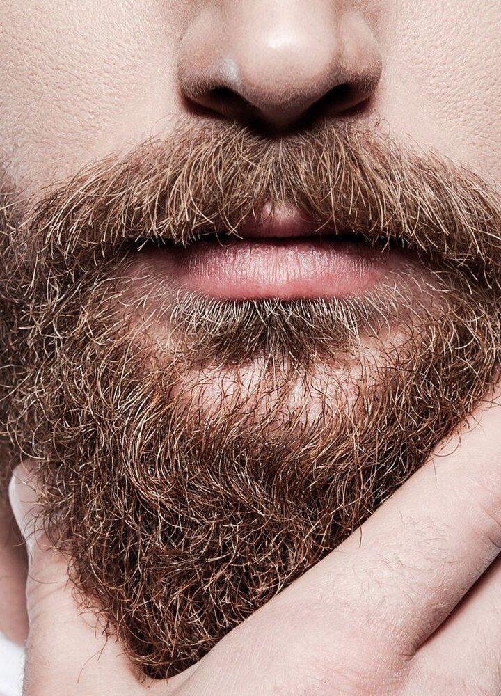 Broda – męski atrybut czy mocny trend? Jak dbać o brodę, żeby wyglądać schludnie?