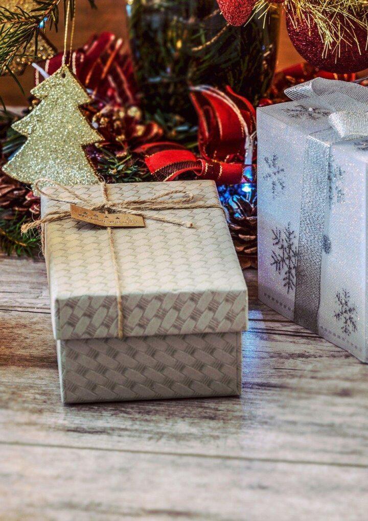 Pomysły na prezenty mikołajkowe i bożonarodzeniowe dla Twojej kobiety
