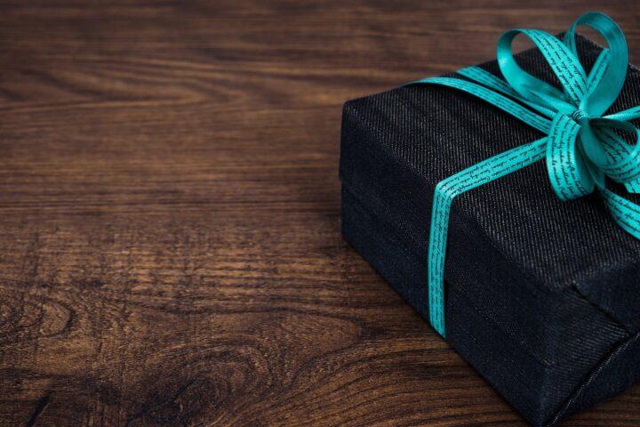 8 pomysłów na prezent na rocznicę związku – spraw jej niesamowitą radość