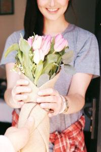 Bukiet kwiatów - prezent na rocznicę ślubu