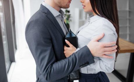 Romans w pracy – przyczyny i konsekwencje
