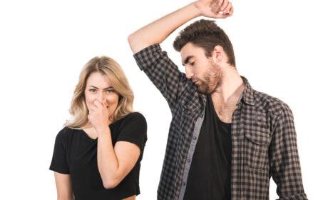 Dezodorant czy antyperspirant: jaka jest różnica i który z nich wybrać?