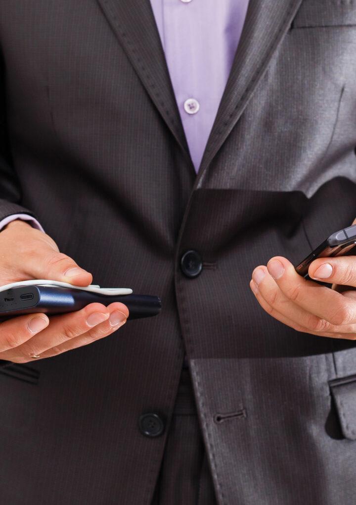 8 przydatnych gadżetów do smartfona