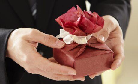 Co kupić dziewczynie? 10 prezentów, które wprawią ją w zachwyt!