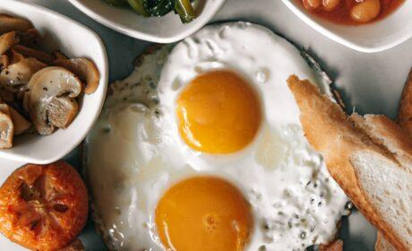 Śniadanie na kaca – co zjeść na kaca? 10 sprawdzonych przepisów